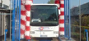 Servis autobusů, mycí linka
